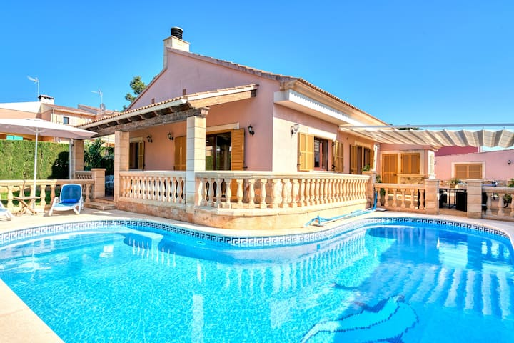 Chalet espectacular grandes vistas al mar,piscina.