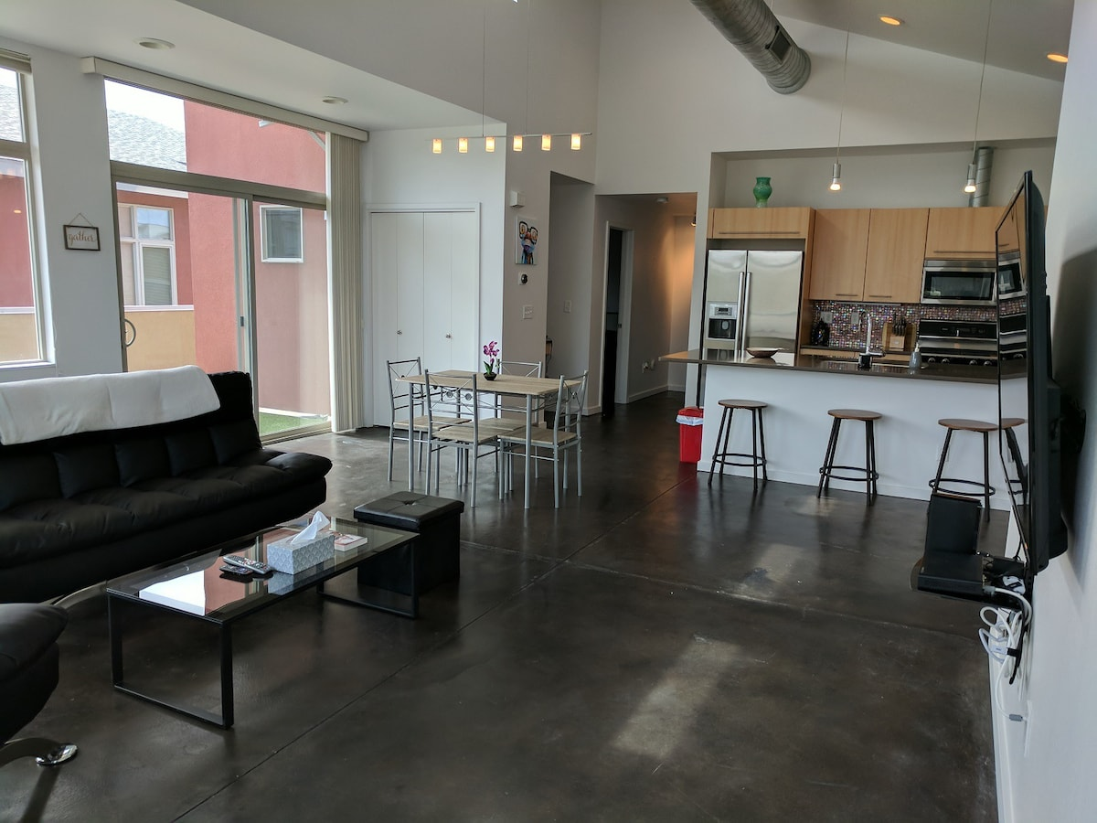 Wide Open Floor Plan With Stained Concrete Floors! Nice Touch, Donu0027t You