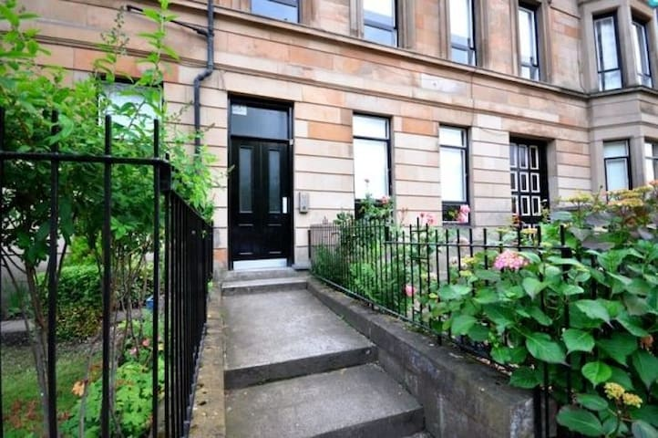Bright, cosy West end flat - whole property - Glasgow - Apartment
