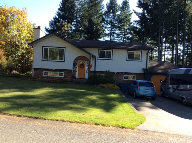 Country home in Courtenay.  Bed and private bath.