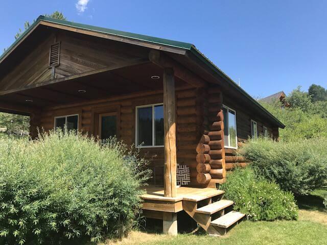 Kalavala Ranch guest cabin.