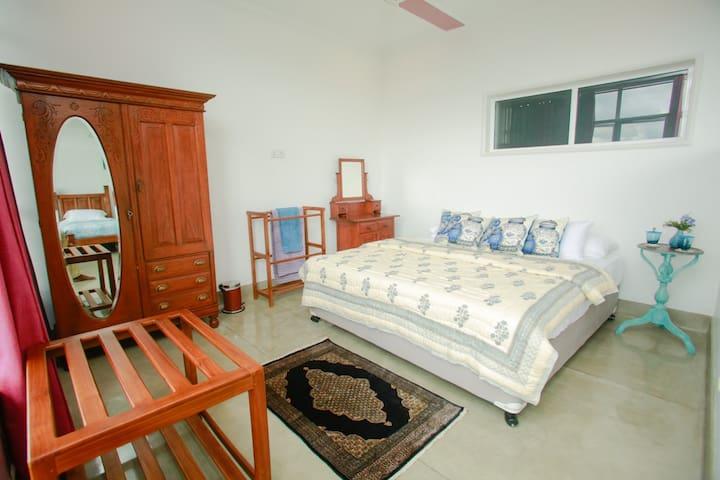 Acquemarine Room