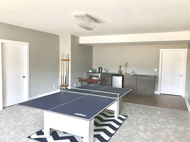 Modern Private Spacious Floor - Waukee - บ้าน