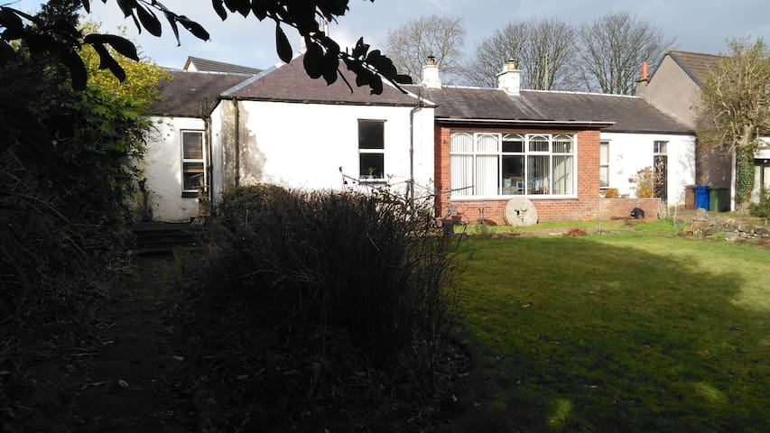Private Room in Country Cottage - Crosshouse - Casa