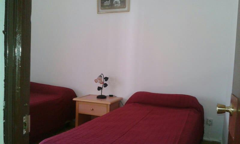 Casa individual de dos plantas - San Roque (campamento) - House