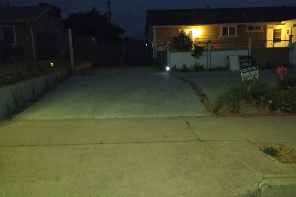 We'll leave the outside light on for you if you are arriving late- pull all the way up into side driveway