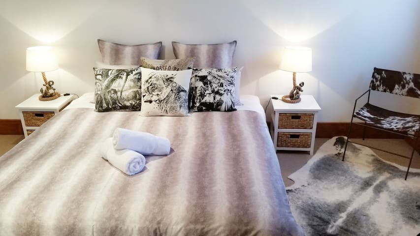 Winter in the king bedroom..warm and cosy.