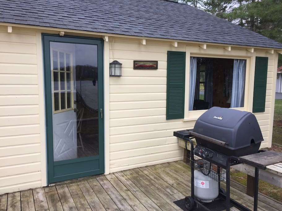 Back of cottage- deck, table, 4 chairs, grill