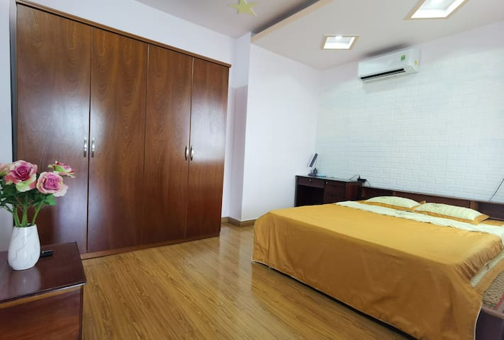 2 bedroom 90m2 apartment in the heart of the city
