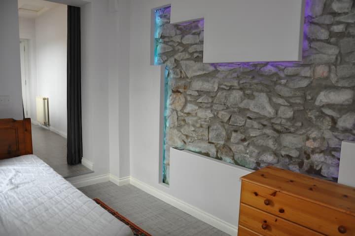 Single room with en-suite at  WestEnd of Aberdeen