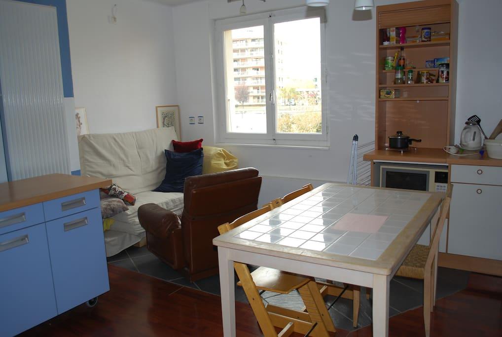 Chambre cuisine s jour au calme proche de gen ve for Auvergne cuisine