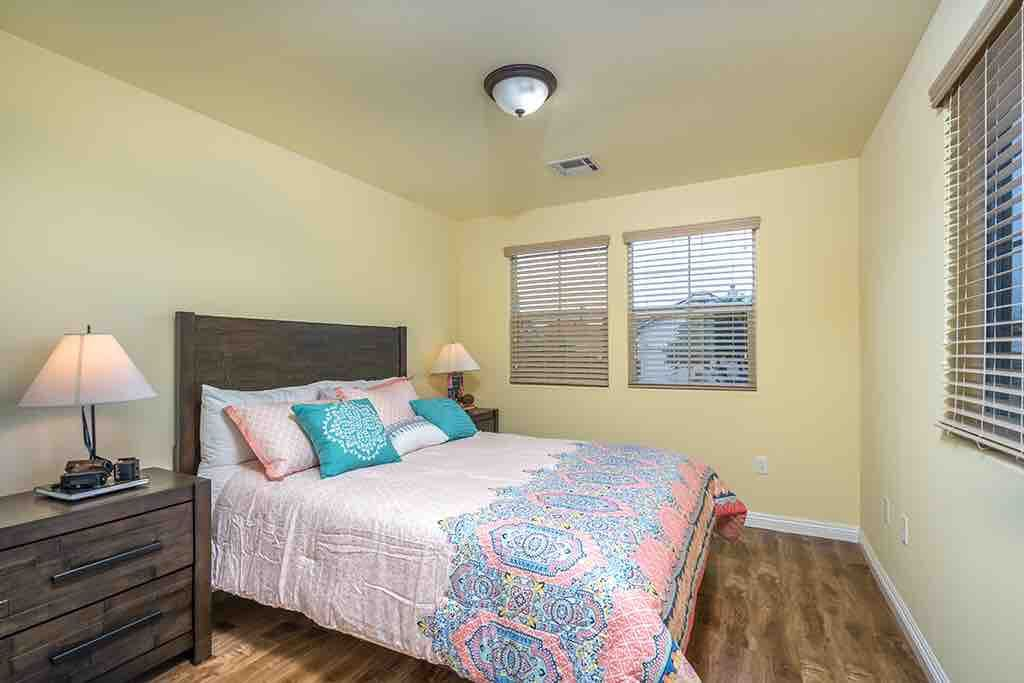 Queen Bed -pillow - top mattress