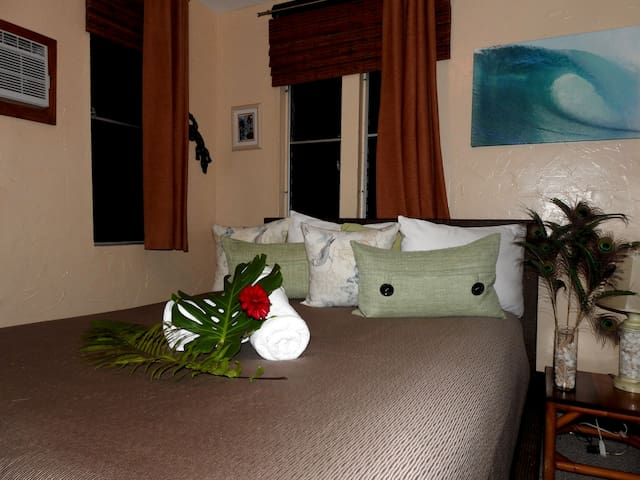 Heliconia Guest Room - Haleiwa - Bed & Breakfast