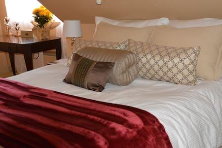 Luxury Loft Apartment - FULL FLOOR