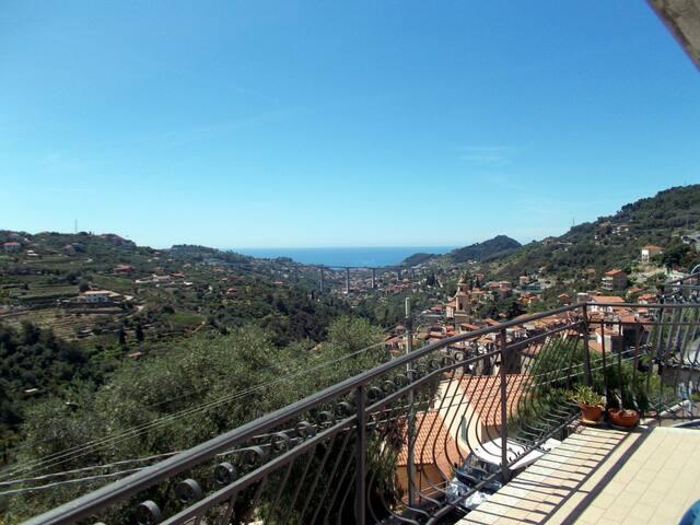 Appartamento in collina con panorama valle e mare - Vallebona - Apartmen