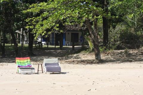 Casa pé na areia em frente à praia do Bonete!