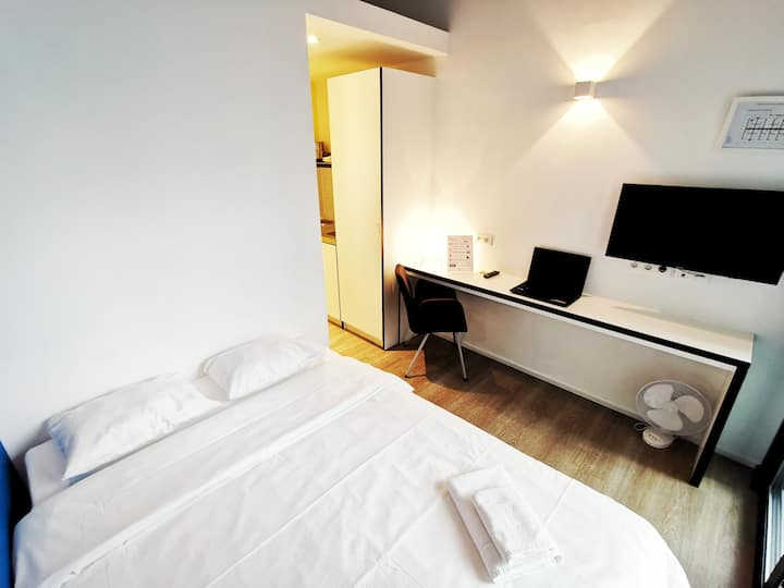 Fully equipped double room - Brussels Airport