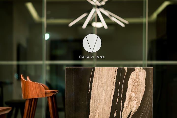 El diseño contemporáneo de CASA VIENNA  te encantará.