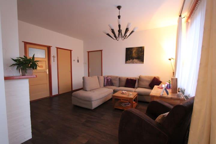 Cozy apartment 85m2, free parking, 15 min centre