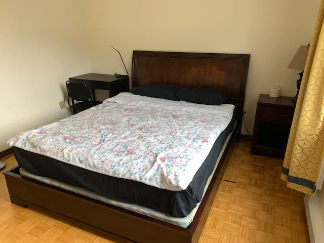 Montreal room1 (near Atwater Station and Downtown)