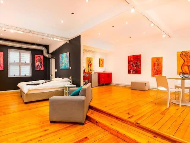Gallery 301 . Studio city centre.