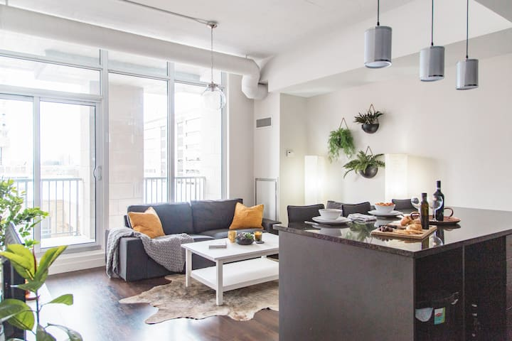 *MAJOR DISCOUNTS ON NOW!* Lux Loft in Waterloo