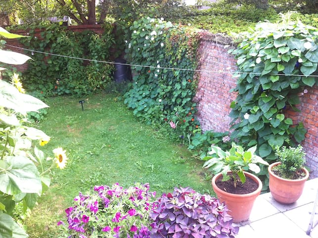 Private room(s) in cosy townhouse near downtown - Mechelen - Hus