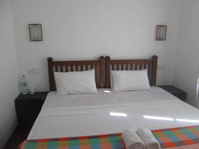 Bay reach home stay Downstairs room - Weligama - Bed & Breakfast