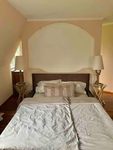 Schlafzimmer Bad en suite 1.OG
