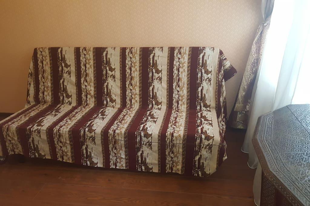 Дополнительный 2-х местный диван, большая спальня