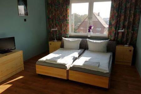 Helles, sehr ruhig Zimmer - Blomberg