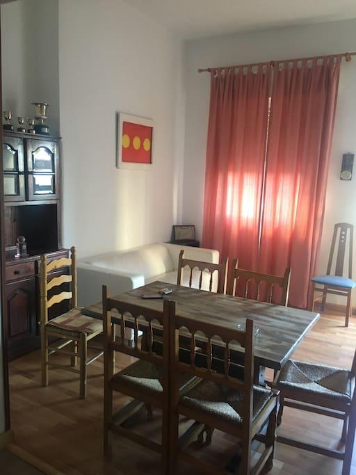 Comedor, sofá, mueble entrada, mueble castellano
