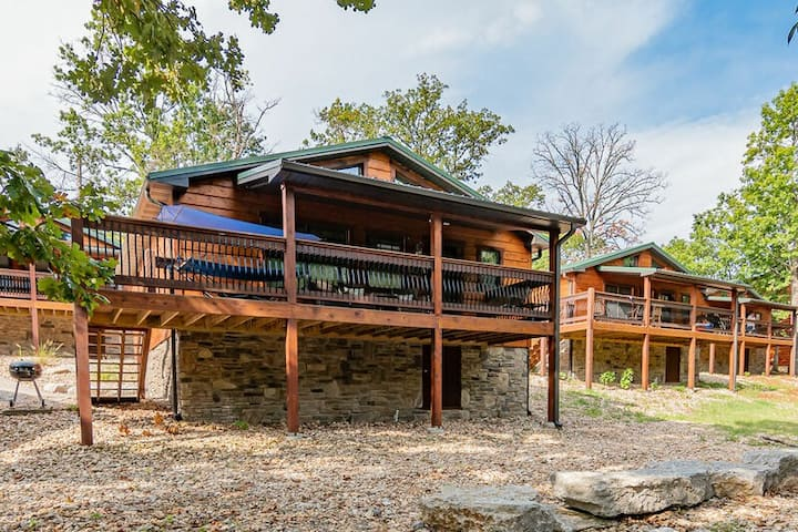 Blue Water Cove Cabin! Steps to the lake At Indian Point! Pool is OPEN!!