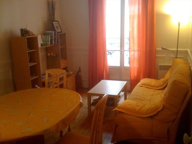 Nice bedroom in a 60 m² flat near the Eiffel Tower - Paris - Apartment