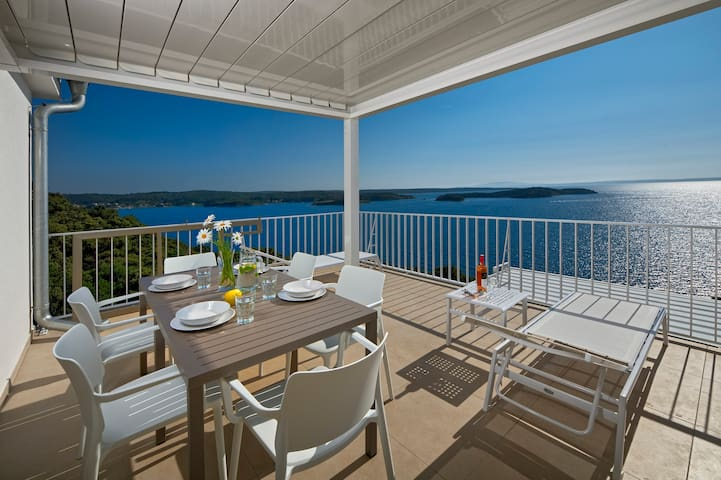 Two Bedroom Apartment with a terrace and sea view