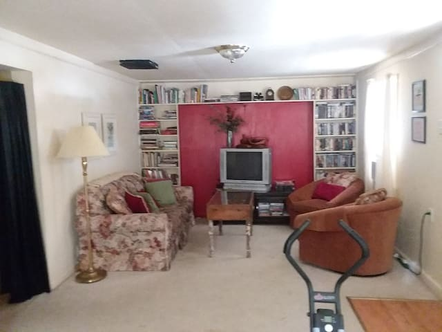 Living room, library and VHS & DVD, No cable T.V. Secured wireless internet.