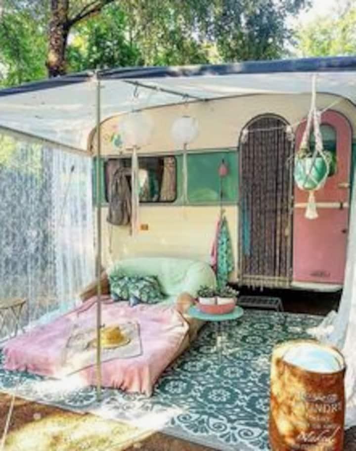 Vintage Camper Get-a-Way | Oshkosh Outskirts