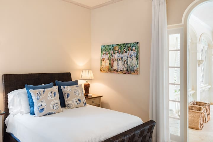 Schlafzimmer 8
