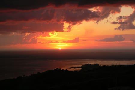 A mountain retreat spectacular views. 5 min beach. - Belvedere Marittimo - Kondominium