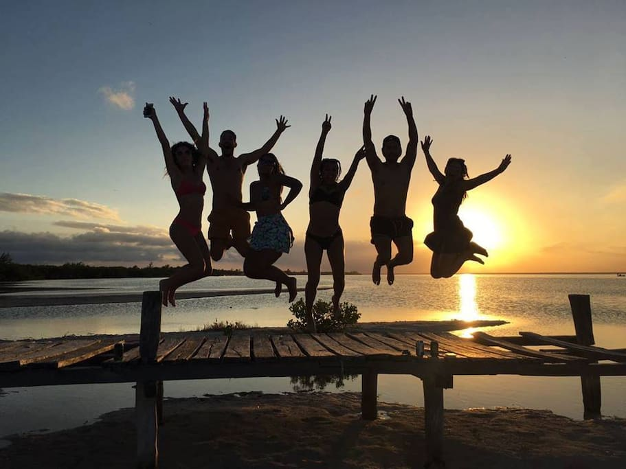 A 30 minutos del aeropuerto, 15 minutos de la playa, 5 minutos del supermercado 24 horas! Ven y disfruta de buenos momentos! Garantía de Satisfacción!