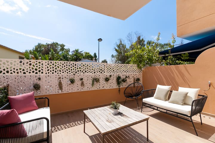 Breezy Beachside Townhouse Canovas (VC)