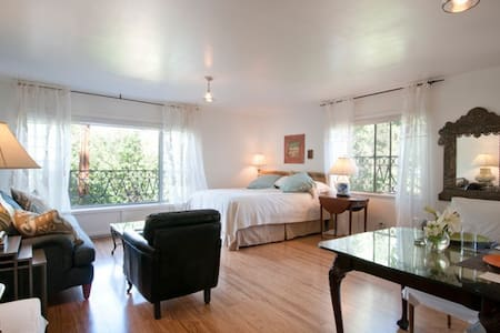 Casa Precioso - Stunning Studio Minutes from Plaza - Guesthouse