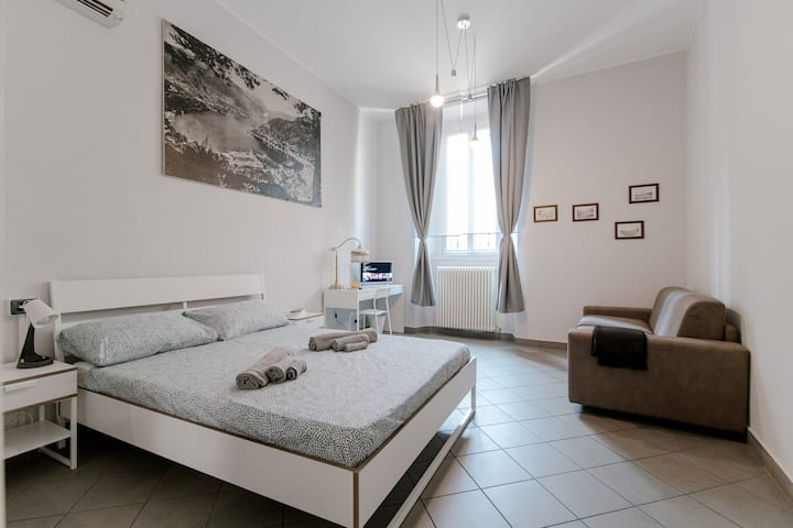 Downtown Rooms - Baradello Room