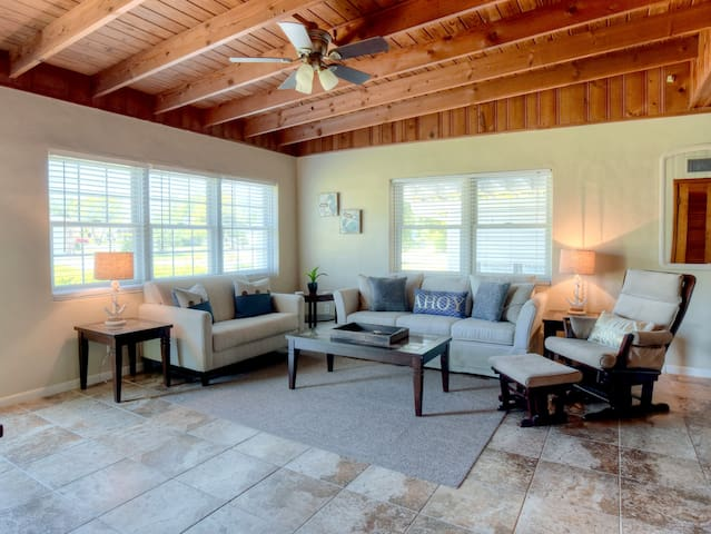 Cozy Beach Bungalow- Steps Away from the Gulf! - Destin - Huis