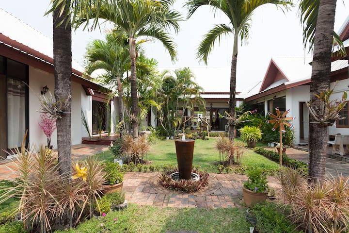 Thai house with garden &private bathroom
