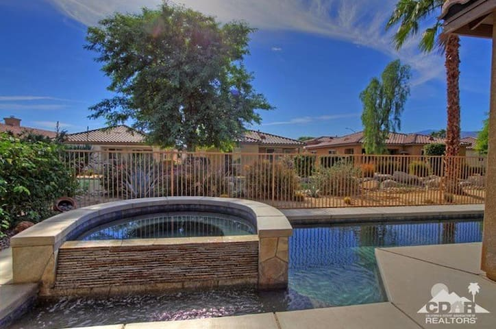 Beautifully Remodeled Desert Pool Home - Indio - Ev