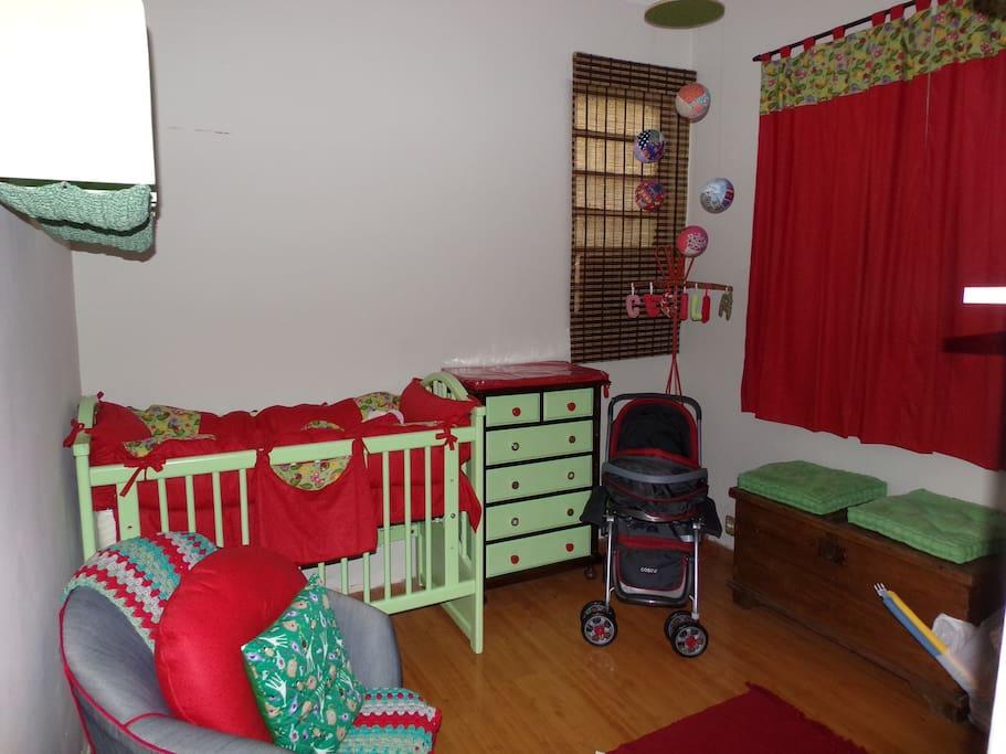 quarto para bebê todo equipado. Podendo ser adaptado para 2 camas de solteiro.