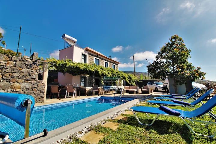 Santa Cruz Villa With Private heated Pool