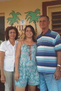 Villa Dos Palmas: Cary y Tony