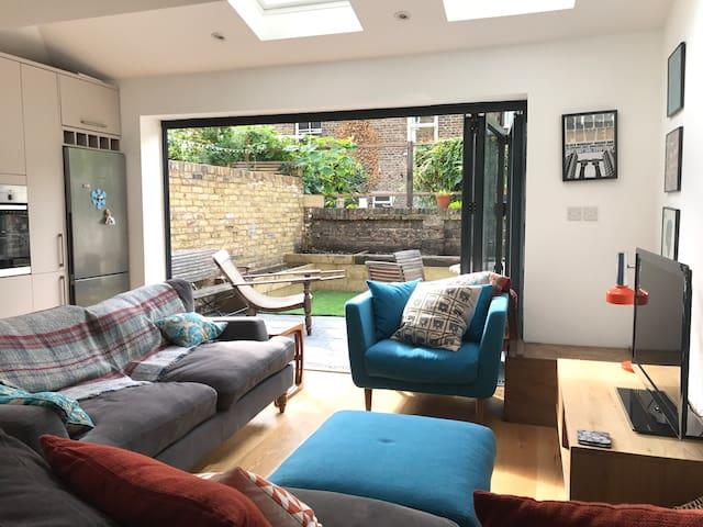 Lovely Bright Brixton Garden flat